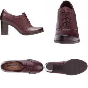 Clarks Shoes - Lovely Clark's Claeson Pearl Leather Oxfords ❤️